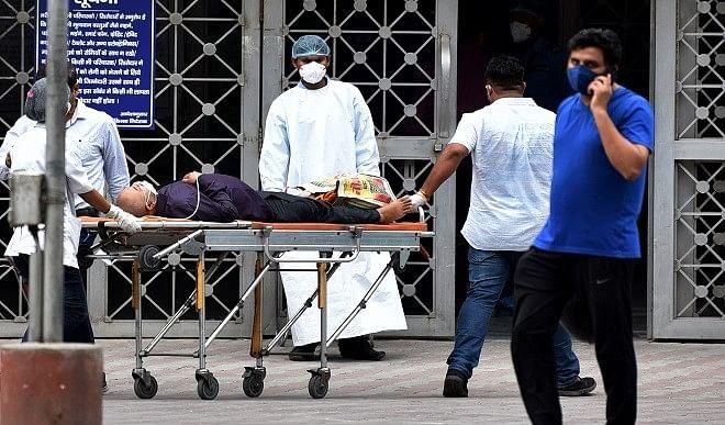 वाराणसी में कोरोना संक्रमण सैंपलों की जांच में केवल 51 पॉजिटिव, मौतों का ग्राफ भी आया नीचे