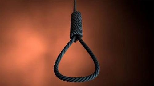 महिला ने फांसी लगाकर की आत्महत्या, युवती ने भी डाला गले में फंदा