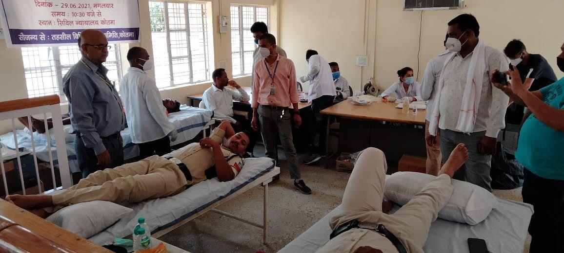 सेवा प्राधिकरण द्वारा न्यायालय परिसर में रक्तदान शिविर सम्पन्न,35 किया रक्तदान