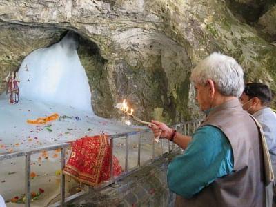 जम्मू-कश्मीर के लेफ्टिनेंट गवर्नर ने अमरनाथ गुफा मंदिर में की पूजा-अर्चना