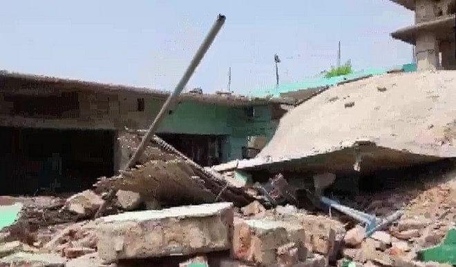 बिहार के बांका में मदरसा भवन में विस्फोट, ध्वस्त हुई पूरी बिल्डिंग