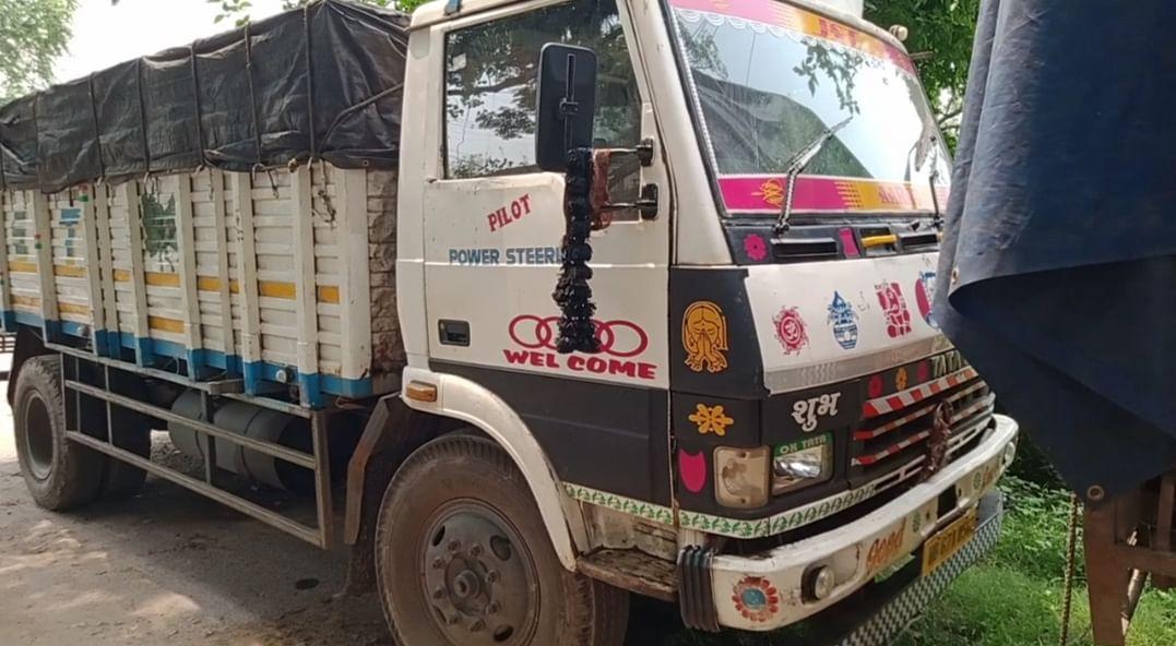 बोकारो में स्क्रैप लदा ट्रक जब्त