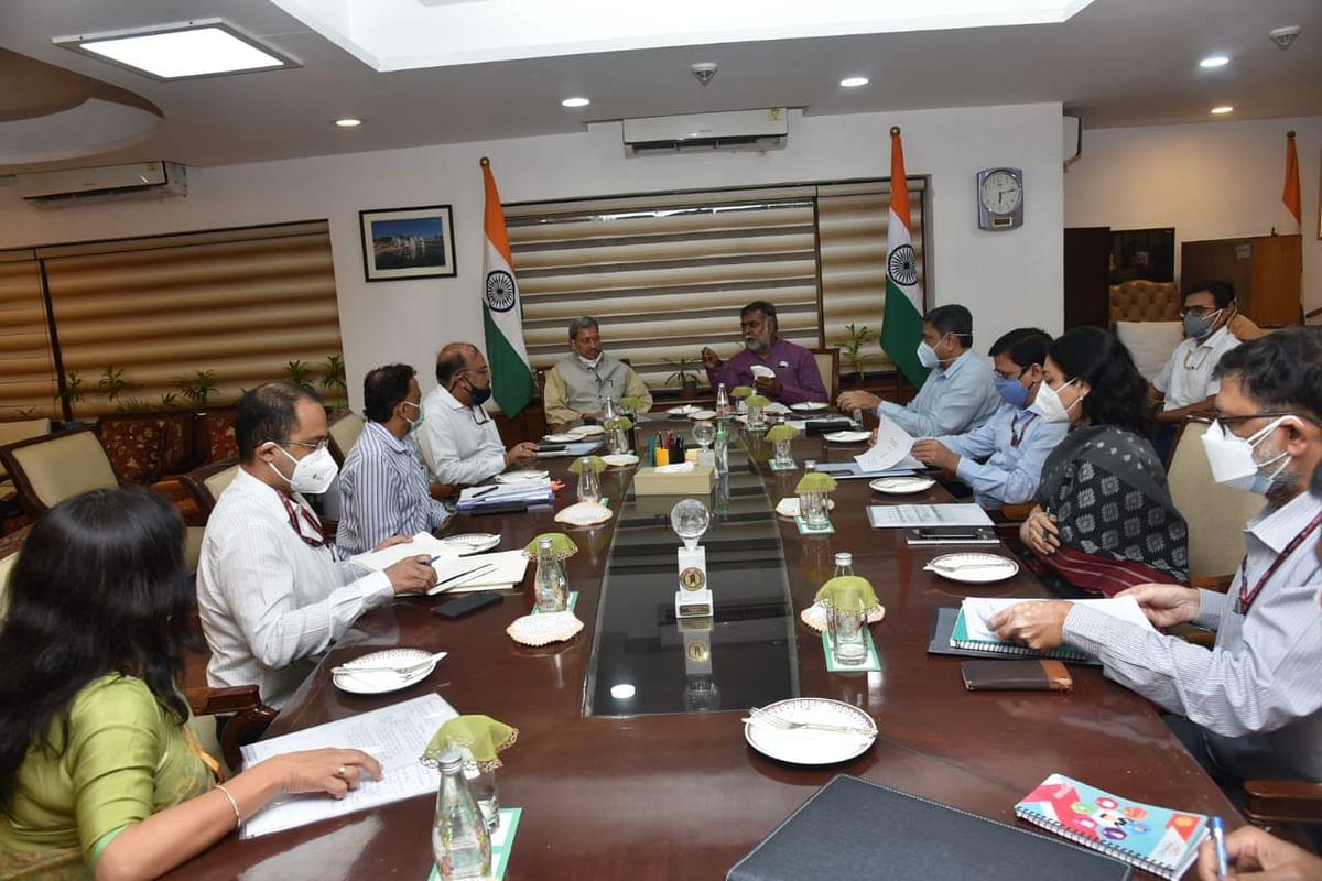 उत्तराखंड के सीएम ने केंद्रीय मंत्री प्रहलाद पटेल से की मुलाकात