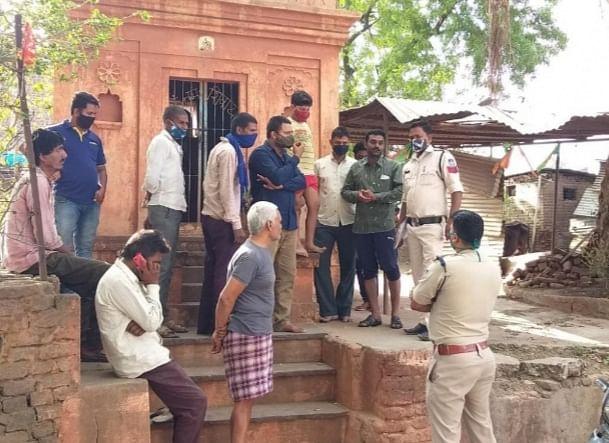 धारः ग्राम दसई में प्राचीन शिव मंदिर में असमाजिक तत्वों ने मूर्तिया को किया खंडित