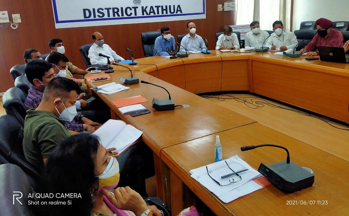 आगामी मानसून को लेकर डीसी कठुआ ने बाढ़ रोधी उपायों पर संबंधित अधिकारियों से चर्चा की