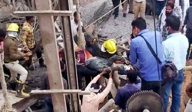 मुंबई में 24 घंटे में मकान ढहने की दो घटनाओं में आठ बच्चों समेत 13 की मौत
