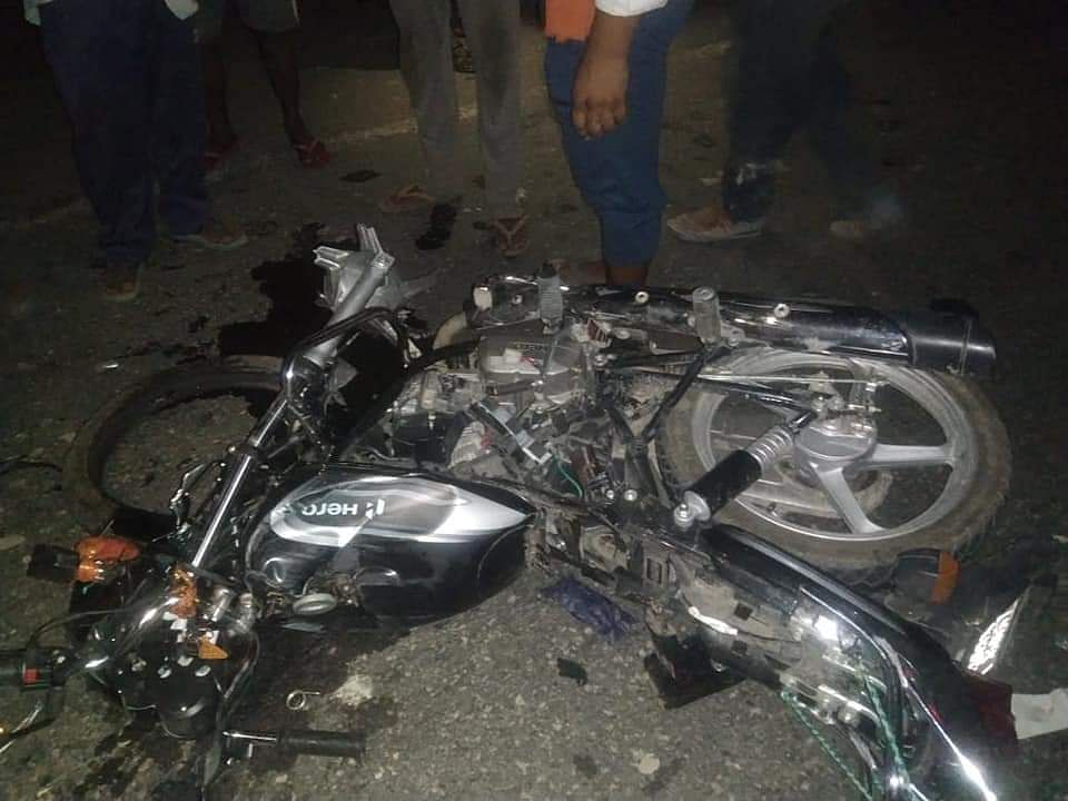 एनएच पर सड़क हादसे में दो युवकों की मौत, एक की हालत नाजुक