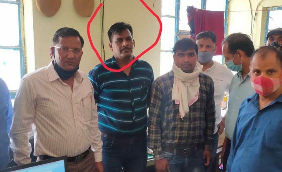 सहायक उपनिरीक्षक दस हजार रुपये की रिश्वत लेते गिरफ्तार