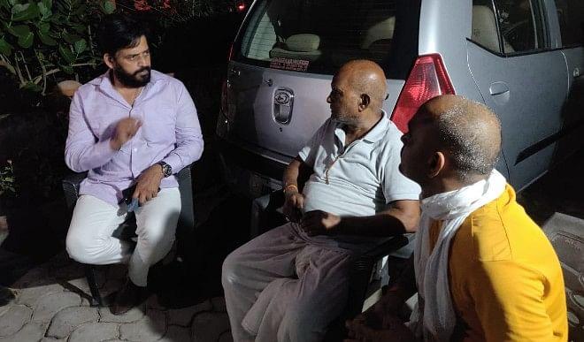 पत्रकार आदित्य दुबे पहुंचे रवि किशन, मृतक के परिवार को सांसद ने सांत्वना दी
