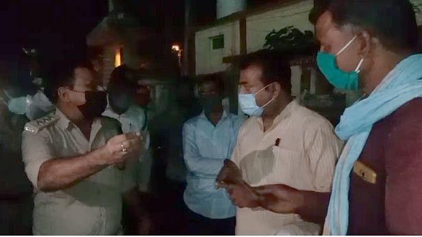 चालानी कार्रवाई के दौरान नेताजी ने दिखाया रौब, डीएसपी से हुआ मुंहवाद