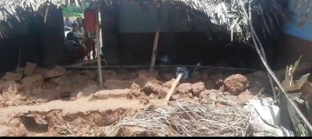 मिट्टी की दीवार गिरने से बच्ची की मौत