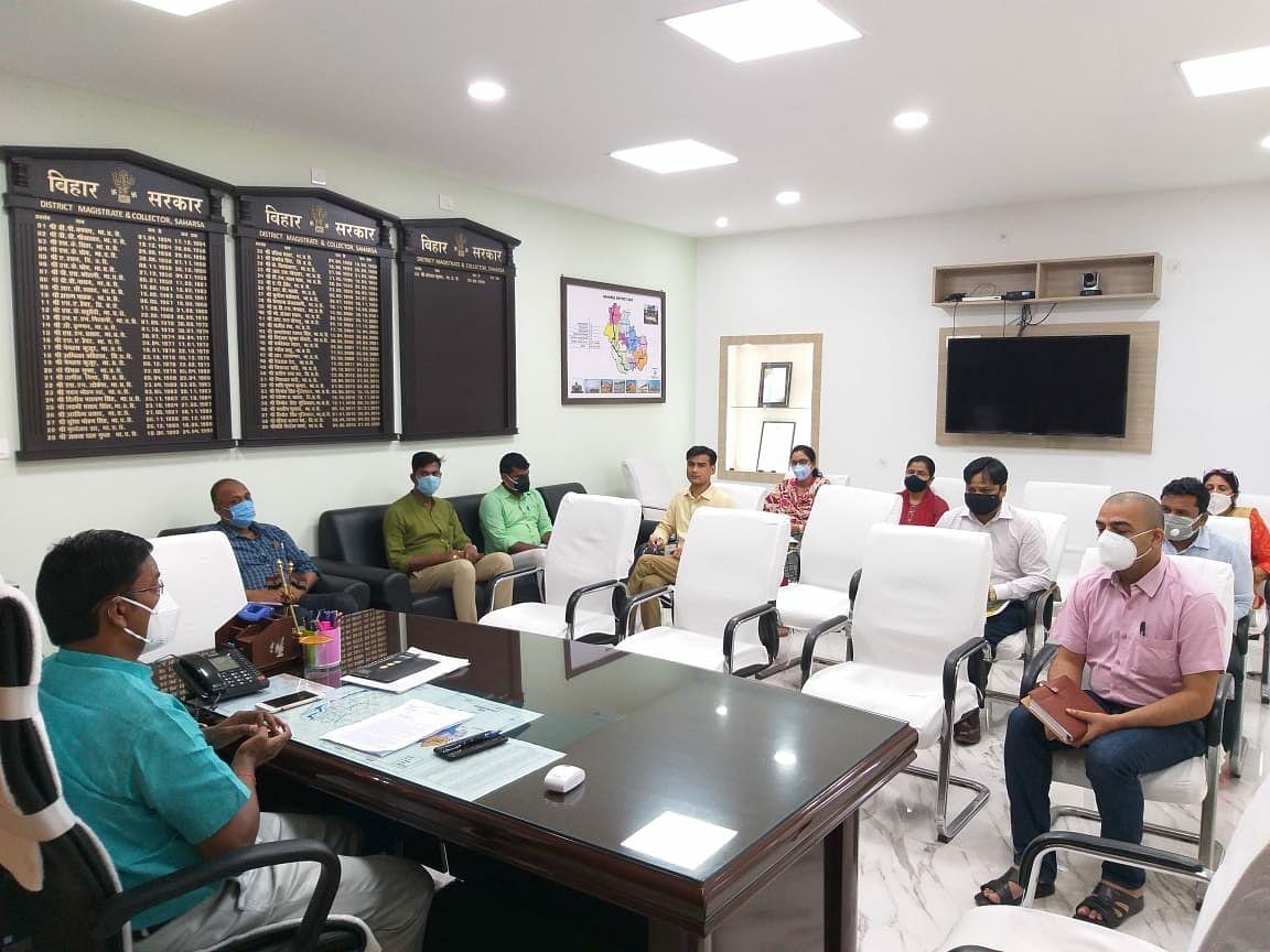 डीएम ने जिले में नवसृजित चार नगर निकायों को क्रियाशील करने को लेकर की बैठक