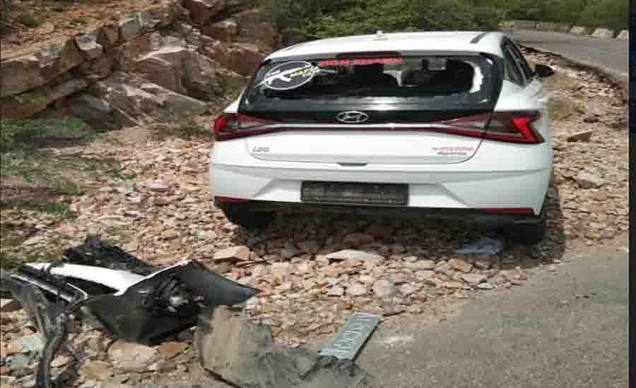 नाहरगढ़ की पहाड़ियों में फिर हादसा, कार अनियंत्रित होकर दीवार से टकराई