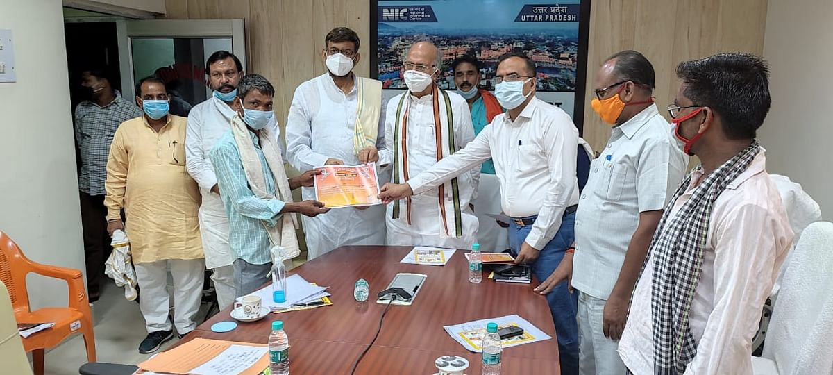 गरीबों-मजदूरों के साथ है केंद्र और प्रदेश की भाजपा सरकार : चंद्रिका उपाध्याय