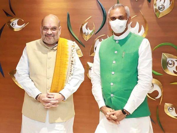 बंद कमरे में अमित शाह ने मुख्यमंत्री और उपमुख्यमंत्री के साथ की बैठक