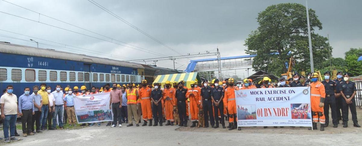 चांगसारी में एनडीआरएफ एवं रेलवे ने रेल दुर्घटनाओं पर किया मॉक ड्रिल