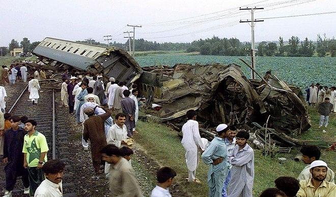 पाकिस्तान में बड़ा रेल हादसा: मरने वालों की संख्या बढ़कर 62 हुई, 100 से ज्यादा जख्मी