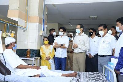 मुंबई हादसा : घायलों से मिले मुख्यमंत्री, मृतकों के परिजनों को 5 लाख रुपये की मदद (लीड-2)