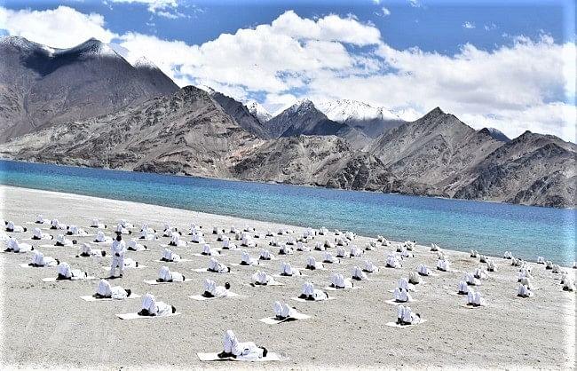 देश के हिमवीरो ने किया गलवान घाटी व पैन्गोंग झील के किनारे योगभ्यास