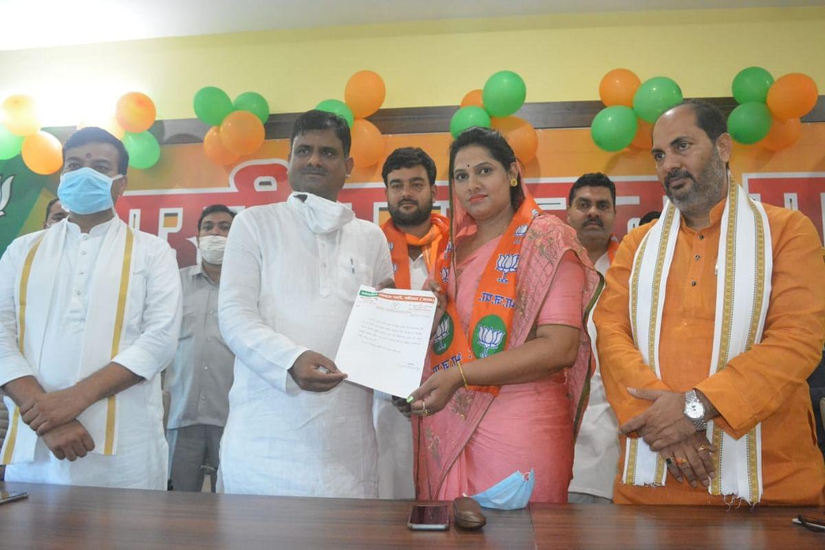 बलिया : भाजपा ने सुप्रिया को पार्टी में शामिल कर बनाया जिपं अध्यक्ष का प्रत्याशी