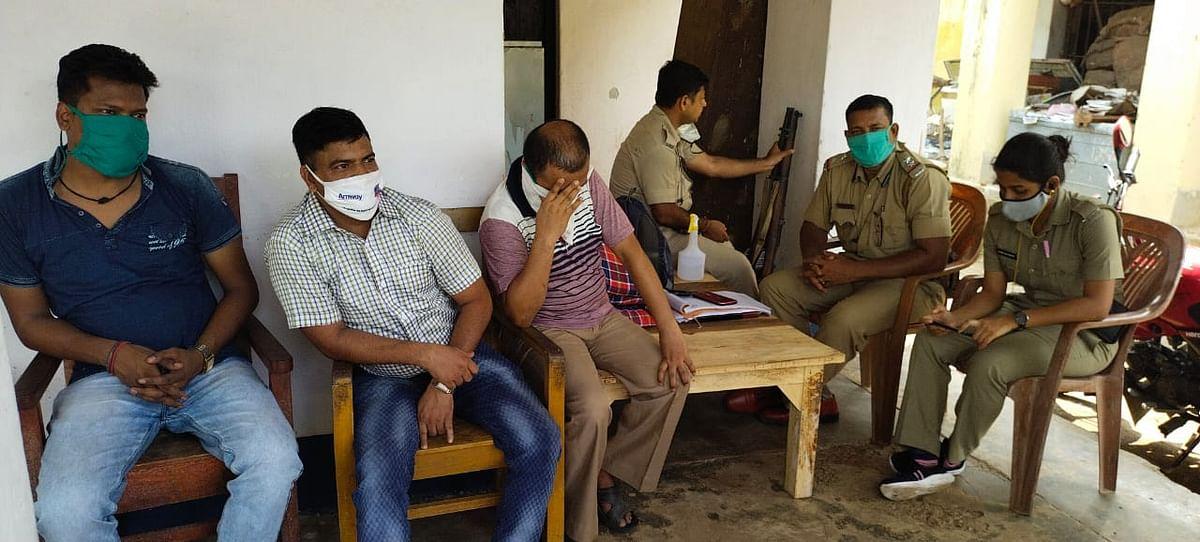 नकली शहद और आयुर्वेदिक सामाने बेचने के मामले में बंगाल पुलिस पहुंची दुमका