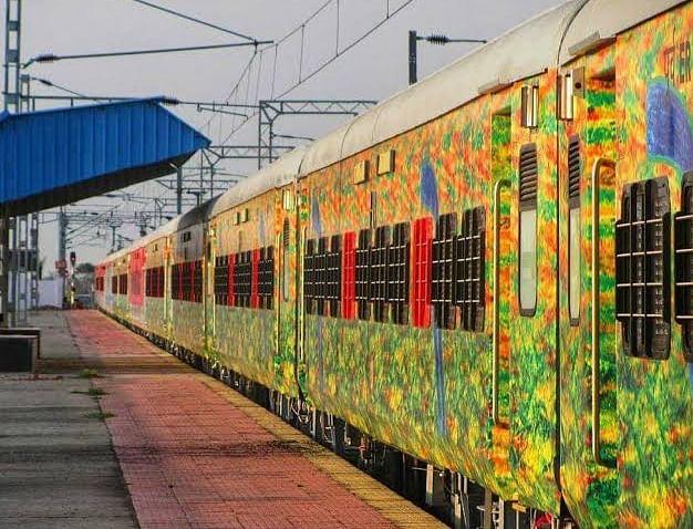 मुंबई और हावड़ा के बीच दुरंतो सुपरफास्ट स्पेशल ट्रेन, कल से बुकिंग