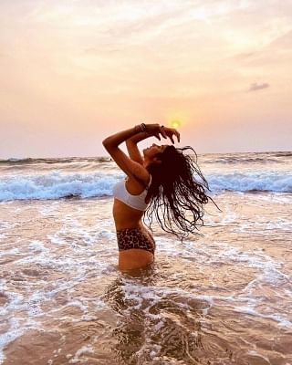 जाह्न्वी कपूर ने बिकिनी तस्वीरों से मचाया तहलका
