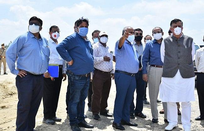 औद्योगिक विकास मंत्री ने किया पूर्वांचल एक्सप्रेसवे का हवाई सर्वेक्षण व स्थलीय निरीक्षण