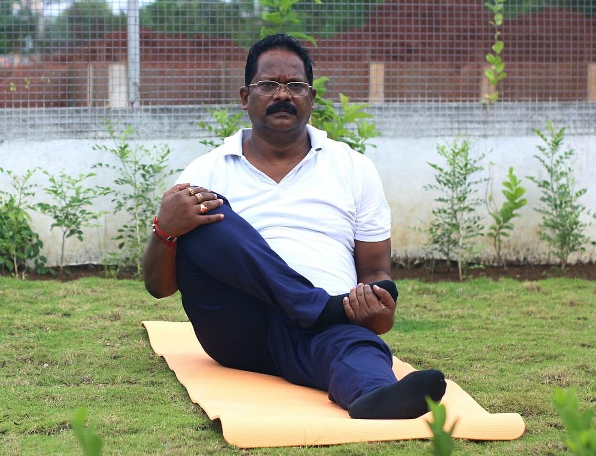 रायपुर : निरोगी काया के लिये करें नियमित योग : अमरजीत भगत