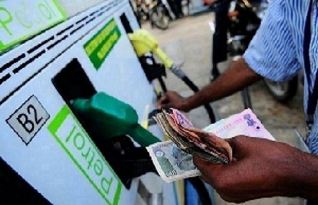 पेट्रोल-डीजल फिर हुआ महंगा, मुंबई में पेट्रोल 102 रुपये लीटर के पार