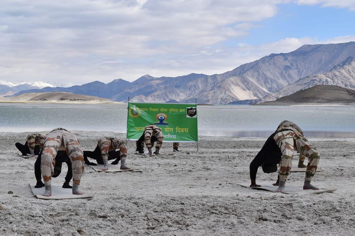 अंतर्राष्ट्रीय योग दिवस पर आईटीबीपी के जवानों ने किया योगाभ्यास