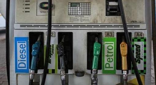 देश के अन्य महानगरों से लखनऊ में सस्ता बिक रहा पेट्रोल-डीजल