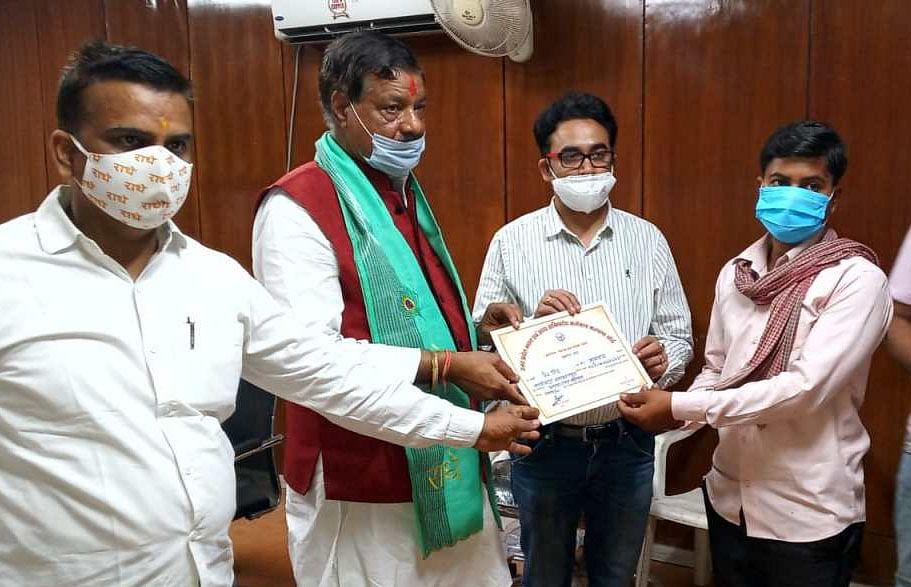 मुख्यमंत्री ने मथुरा के श्रमिकों के खातों में ट्रांसफर किए तीन करोड़ 49 लाख 74 हजार