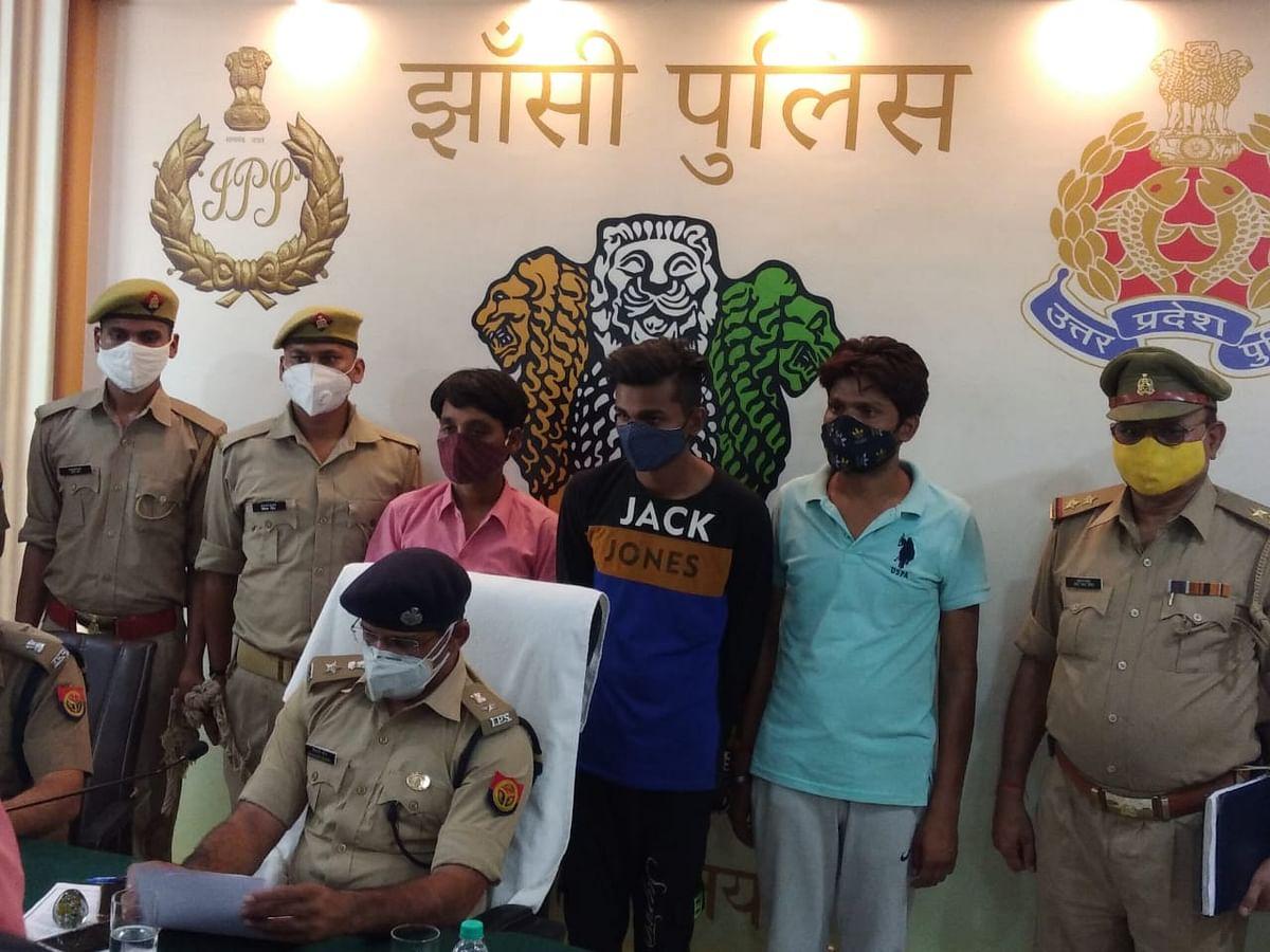 तीन शातिर चोर गिरफ्तार, फर्जी प्रपत्र बनाकर बेचते थे चोरी के वाहन