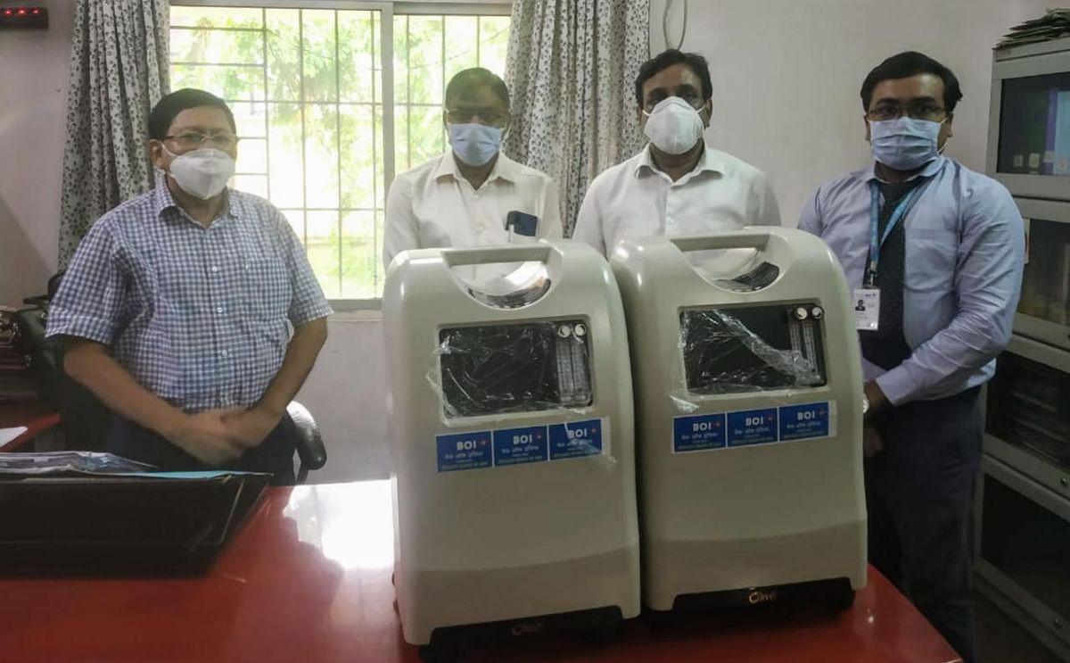 बैंक ऑफ इंडिया ने दो ऑक्सीजन कंसंट्रेटर सिविल सर्जन को सौंपा
