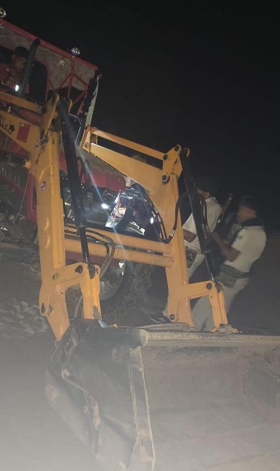 अवैध बालू उत्खनन करते हुए एक ट्रक एवं एक लोडर को किया गया जप्त