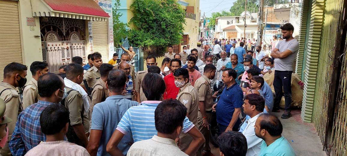 मऊरानीपुर गोलीकांड: घायलों में से एक की मौत, आक्रोशित जनता उतरी सड़कों पर