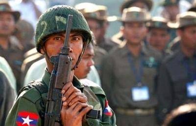 म्यांमार : लोकतंत्र आंदोलन में शामिल हुए और अधिक सैनिक