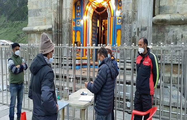 पर्यटन सचिव ने किया केदारनाथ का पैदल मार्ग से भ्रमण
