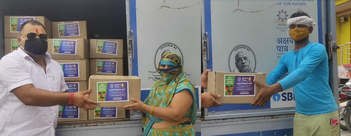 vrindavan-akshayapatra-foundation-distributed-724-kits-to-contract-cleaning-workers-of-municipal-corporation
