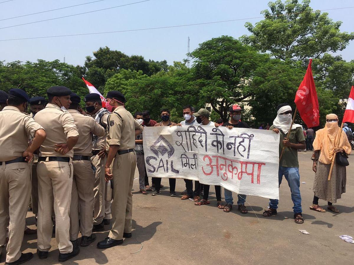 भिलाई नगर : बीएसपी में एक दिवसीय काम बंद हड़ताल, पांचों गेट पर जमकर प्रदर्शन