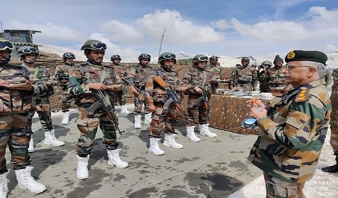 सेनाध्यक्ष नरवणे बोले, पाकिस्तान का आतंकी ढांचा पहले की तरह बरकरार, लापरवाही की कोई गुंजाइश नहीं