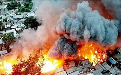 Bangladesh: झुग्गी इलाके में लगी भीषण आग