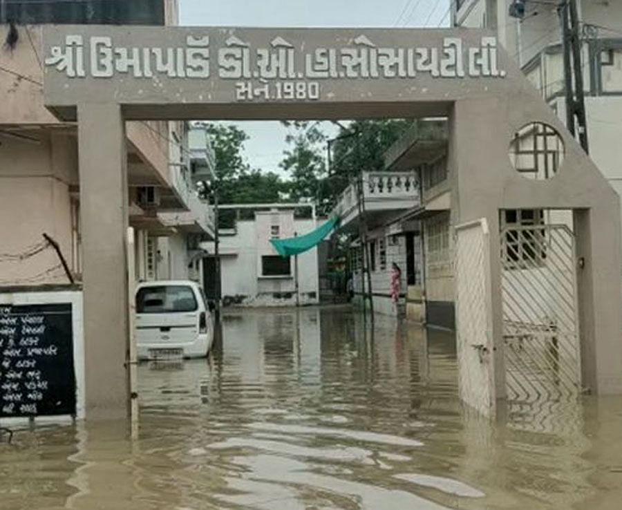 गुजरात के कई इलाकों में भारी बारिश, वेडचा-होड़ा का कॉज़वे पुल टूटने से 25 गांवों से संपर्क टूटा