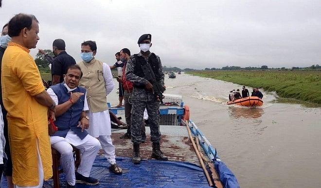असम में बाढ़ से अब तक लगभग 32 हजार लोग प्रभावित, हालात पर काबू नहीं