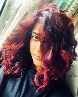 बालों को लाल करके बोल्ड रूप में दिखी ताहिरा कश्यप