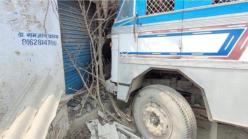 बेतिया मे  अनियंत्रित ट्रक घर मे घुसा