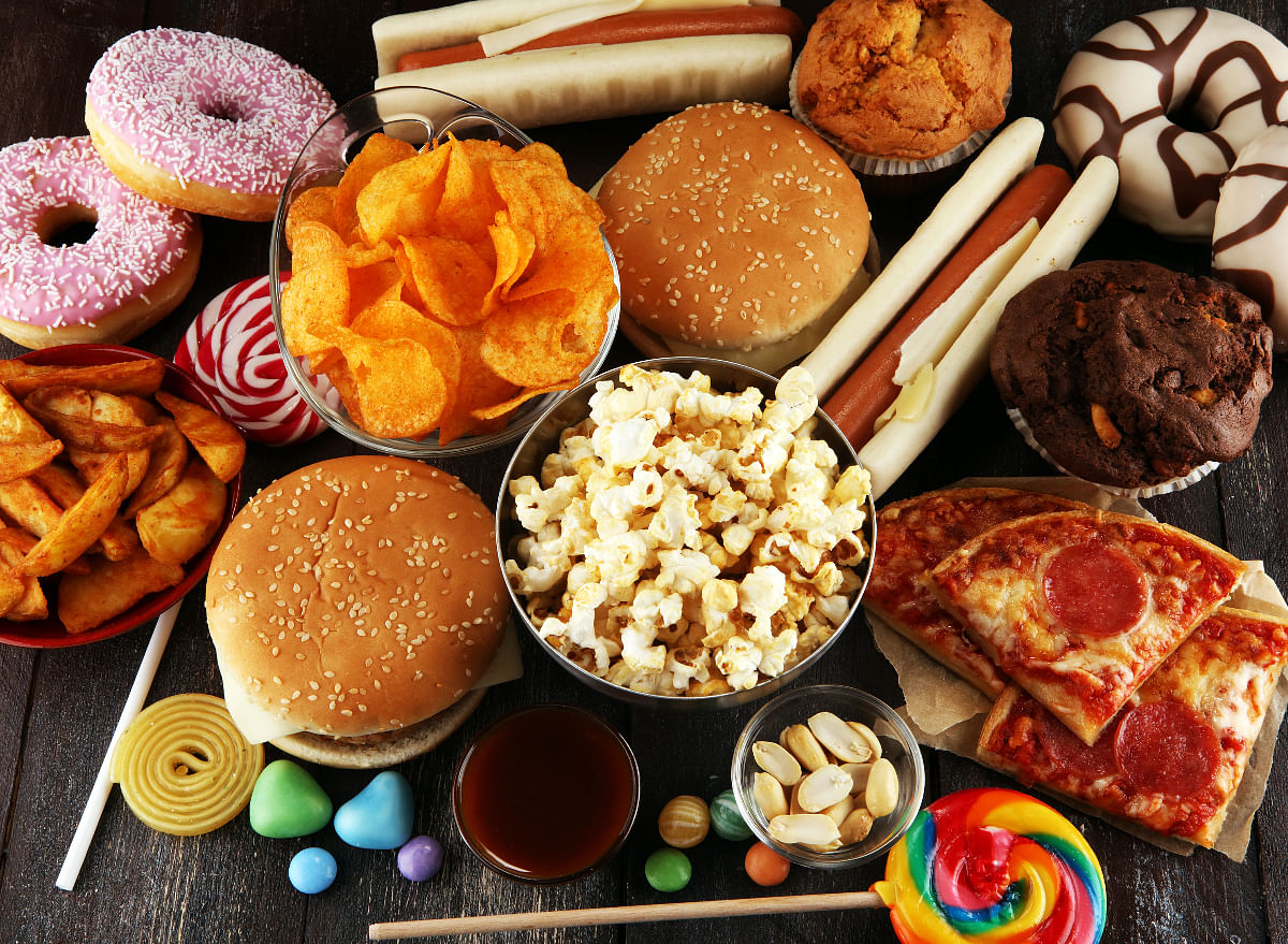 बेली फैट को करना है कम तो इन फूड्स को खाना छोड़ दें