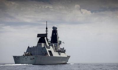 क्षेत्रीय समुद्री पानी का उल्लंघन करने पर रूस ने ब्रिटेन के जहाज को खदेड़ा