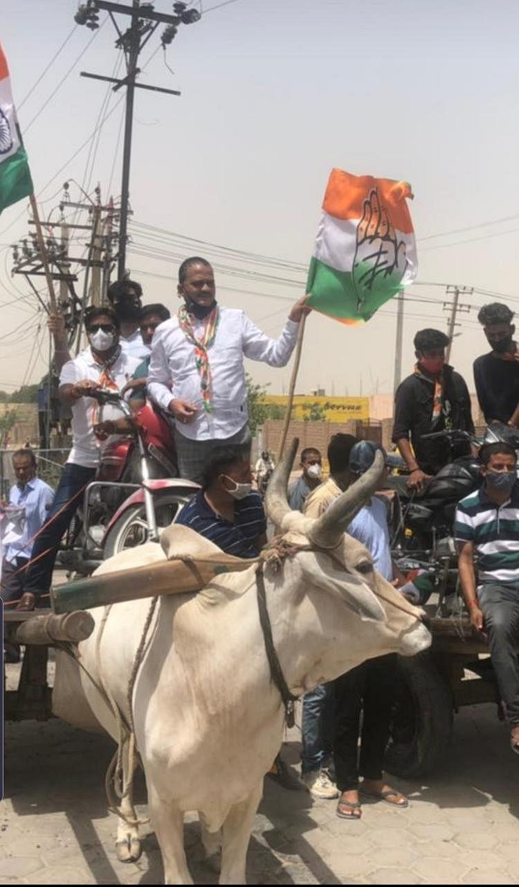 बीकानेर कांग्रेस नेताओं ने किया पेट्रोल पंप पर प्रदर्शन